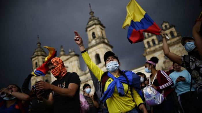 Puerto Resistencia: Hoy rumba, mañana chocolatada y culiatón con los del SMAD