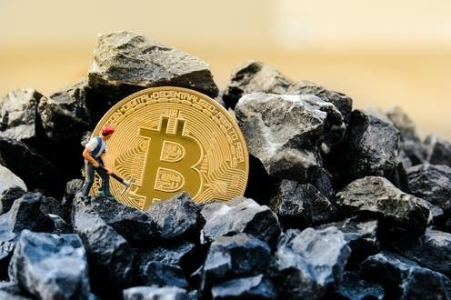 Bitcoins historical weekend crash shows hope of recovering