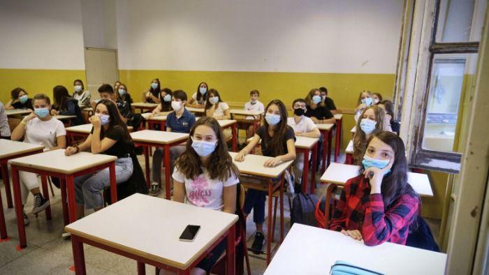 Elevii claselor a IX-a vor avea teze la 7 materii, conform edu.ro: