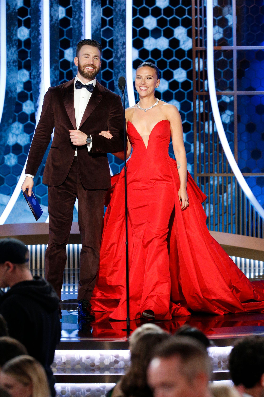 Scarlett Johansson y Chirs Evans confirmaron su relación